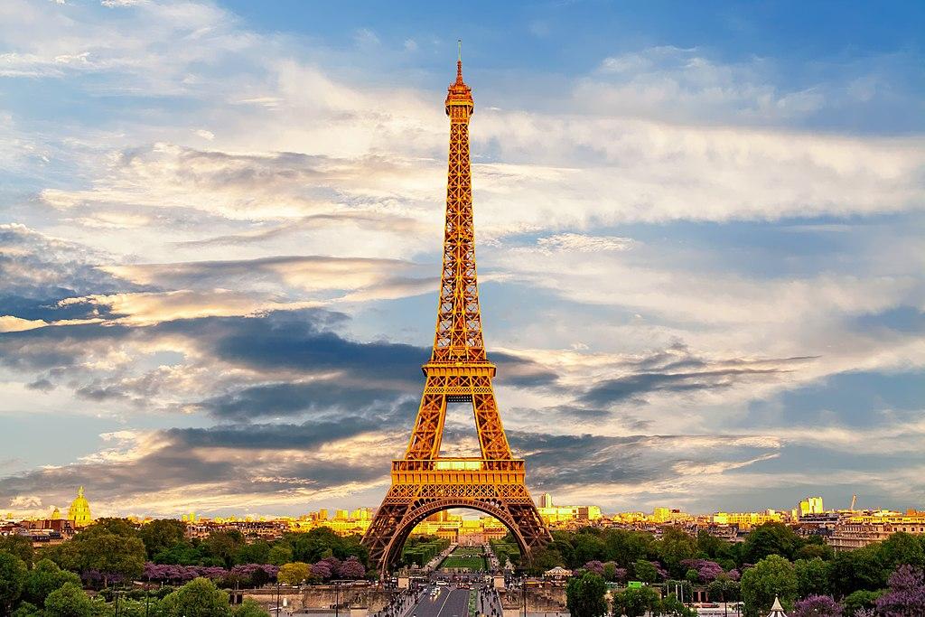 艾菲爾鐵塔 (Photo by TheDigitalArtist, License: CC0, 圖片來源pixabay.com/photos/eiffel-tower-paris-france-travel-3349075)