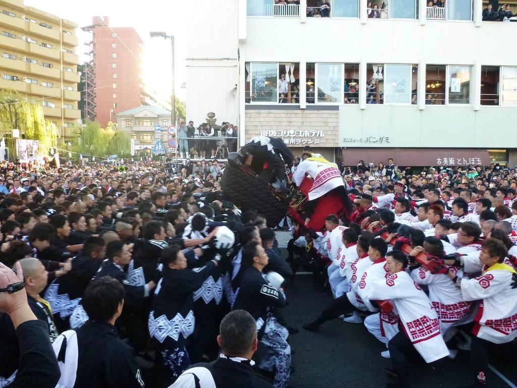 充滿生命力的撞轎祈福盛典 (圖片來源:台北旅遊網)