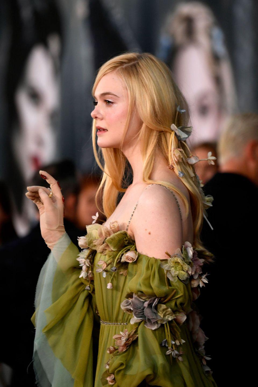艾兒芬妮Elle Fanning則是以洋溢朝氣的粉綠色Gucci禮服出席