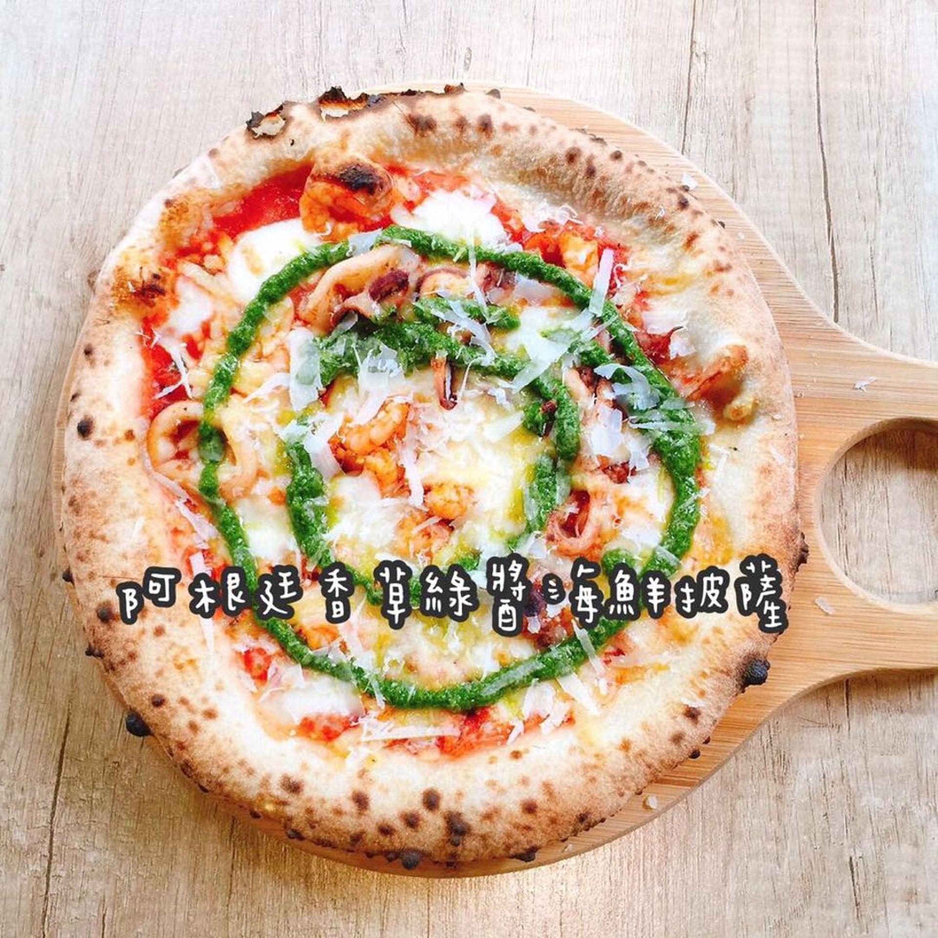 現點現烤的窯烤披薩,受到食客喜愛。