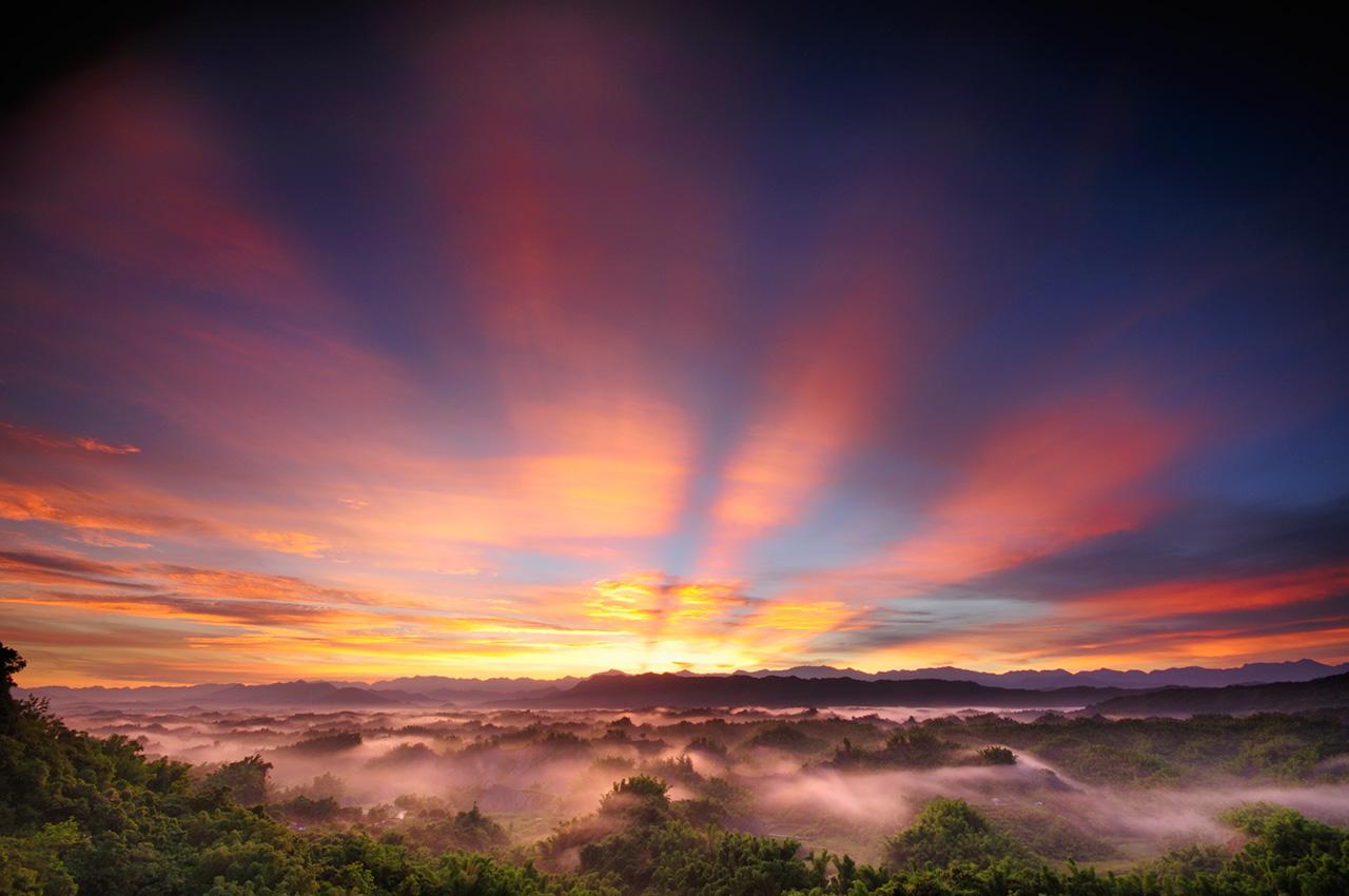 二寮觀日亭海拔不高,卻是賞日出、雲海的絕佳地點。圖/西拉雅國家風景區