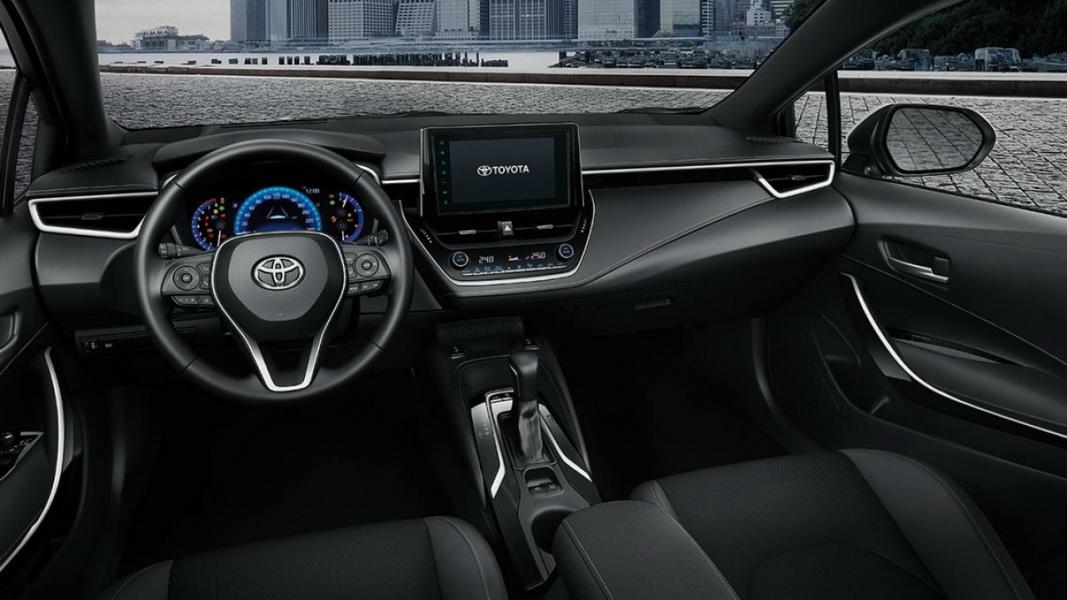 圖/2020 Toyota Auris 2.0旗艦版採水平式儀錶檯搭配能降低駕駛臀點,擋風玻璃面積採擴大設計,打造寬敞駕駛視野與舒適的乘坐體驗。