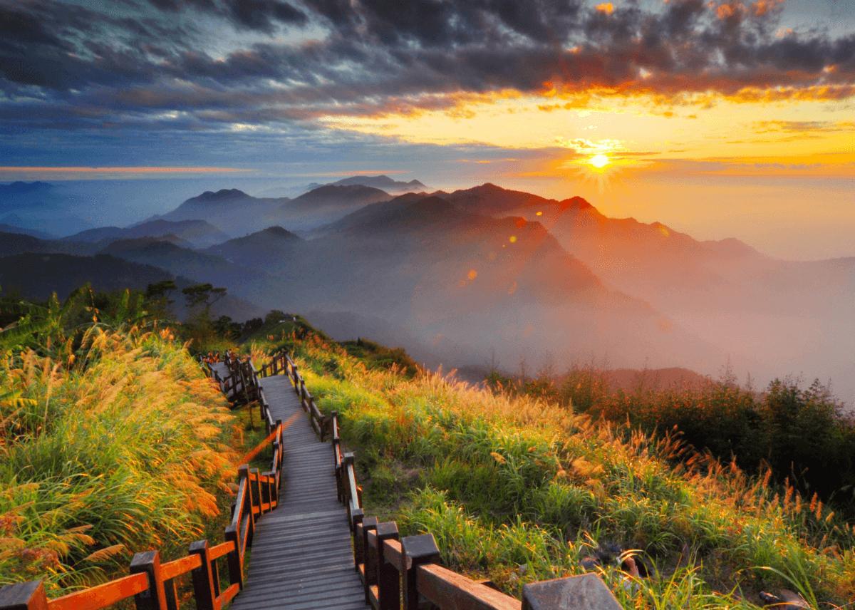 到阿里山投入大自然的懷抱,親近變化多端的山林美景與生態,還能領略四季之美。圖/阿里山國家風景區