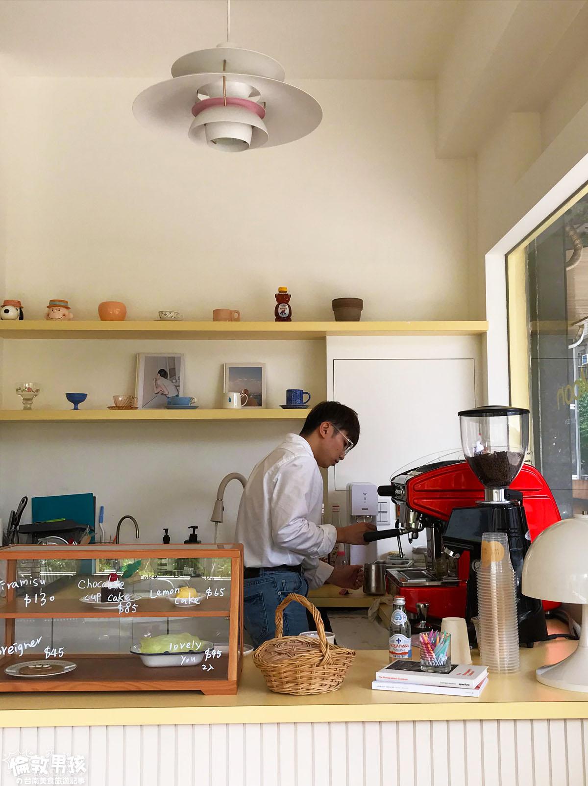 About Moon Café