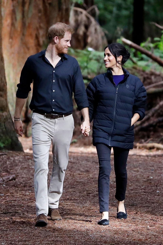 阿奇小王子出訪初體驗,超萌正面曝光!首次在哈利與梅根為期10天的皇室出訪南非之旅正式露面