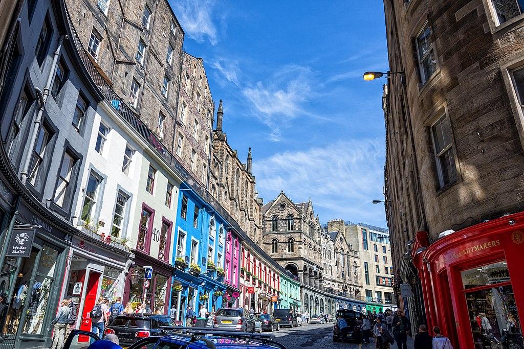 愛丁堡街景 (Photo by Gary Campbell-Hall from Edinburgh, UK, License: CC BY 2.0, 圖片來源www.flickr.com/photos/garyullah/40316411770)