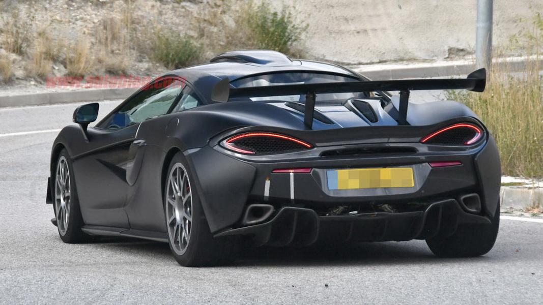 圖/讓全球超跑迷蠢蠢欲動的McLaren 620R,最近被國外間諜攝影師補捉到許多車身細節。