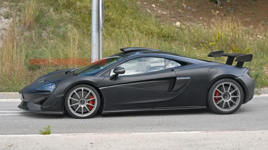圖/McLaren 620R車身線條俐落流暢,展現出強大的侵略性。