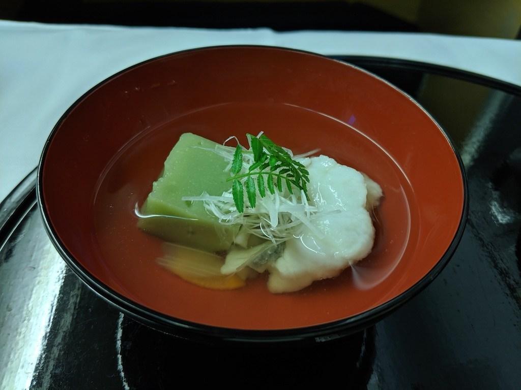 湯品(煮物椀):豌豆豆腐與葛粉,豌豆味道不濃,純粹配色。湯品淡雅,雖然還是有昆布過度加熱的苦味,但還可以接受