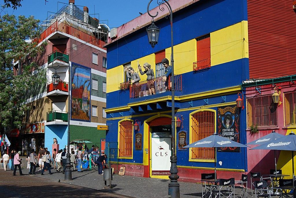 拉博卡 (Photo by Pavel Špindler, License: CC BY 3.0, 圖片來源commons.wikimedia.org/wiki/File:Čtvrť_Boca_-_Buenos_Aires_-_panoramio.jpg)