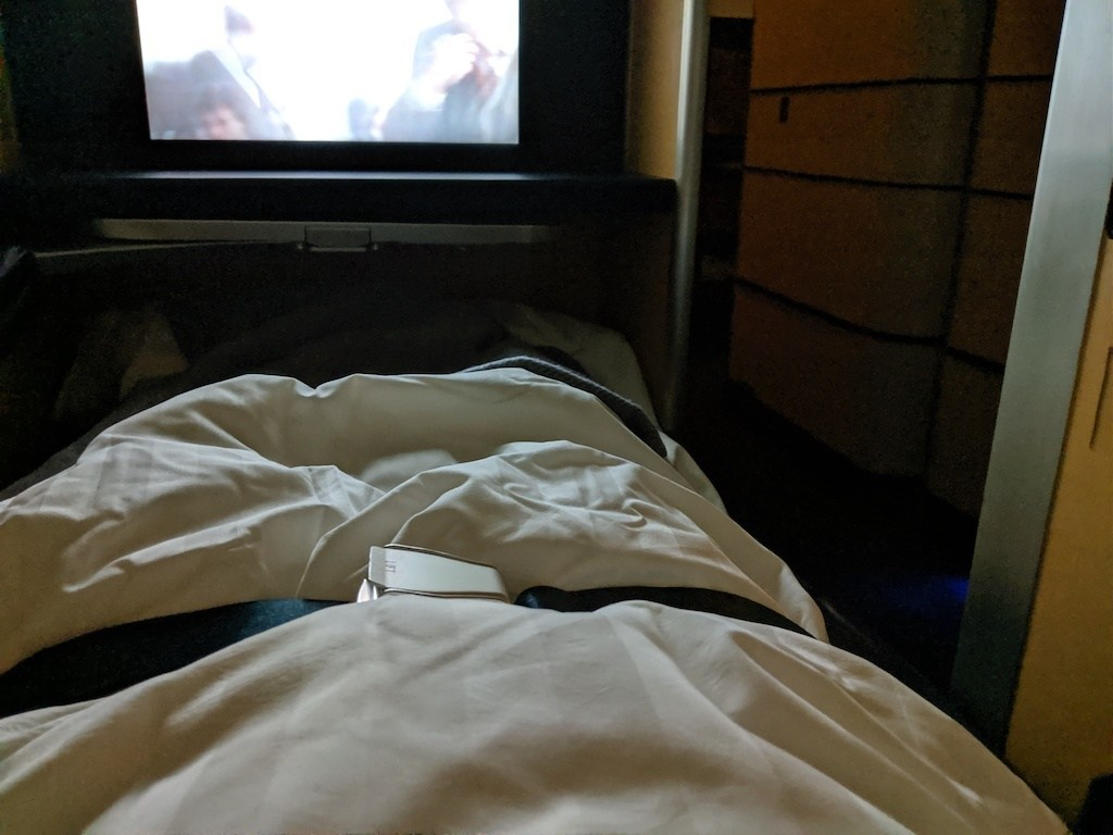 因為上飛機前,已經是在東京玩了三天,所以吃完東西就早早來睡了。整體而言,ANA機艙溫度雖然有點高,但是並不會熱