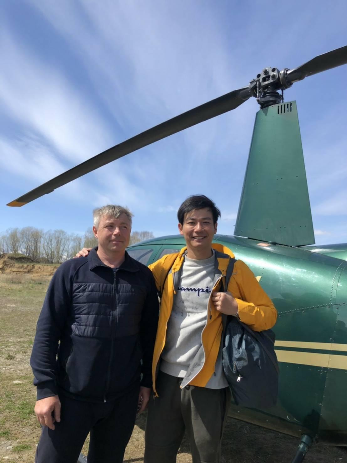▲坐在前往堪察加半岛的直升机上,让刘杰中临场感十足。