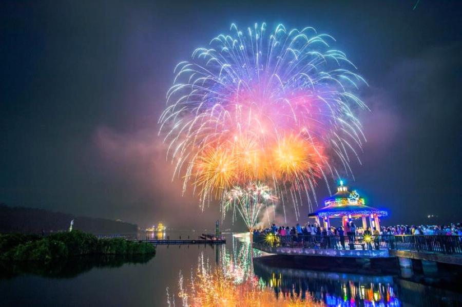 花火音樂會-伊達邵碼頭 (圖片來源:交通部觀光局)