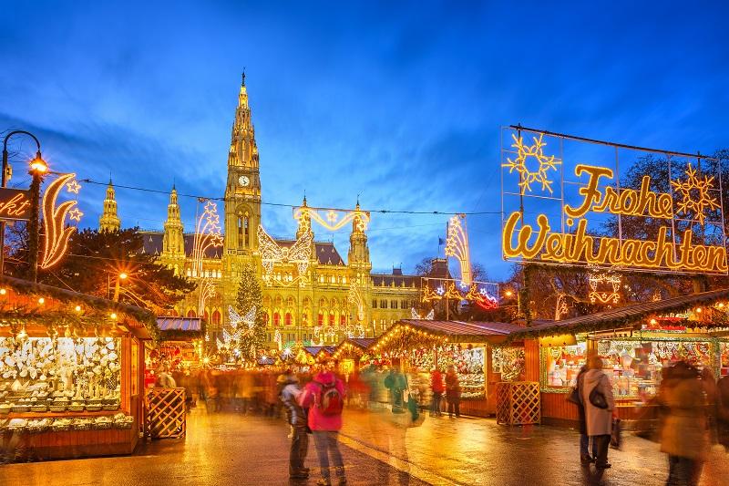 維也納聖誕市集飄送濃濃的佳節氣息。(圖/shutterstock.com)