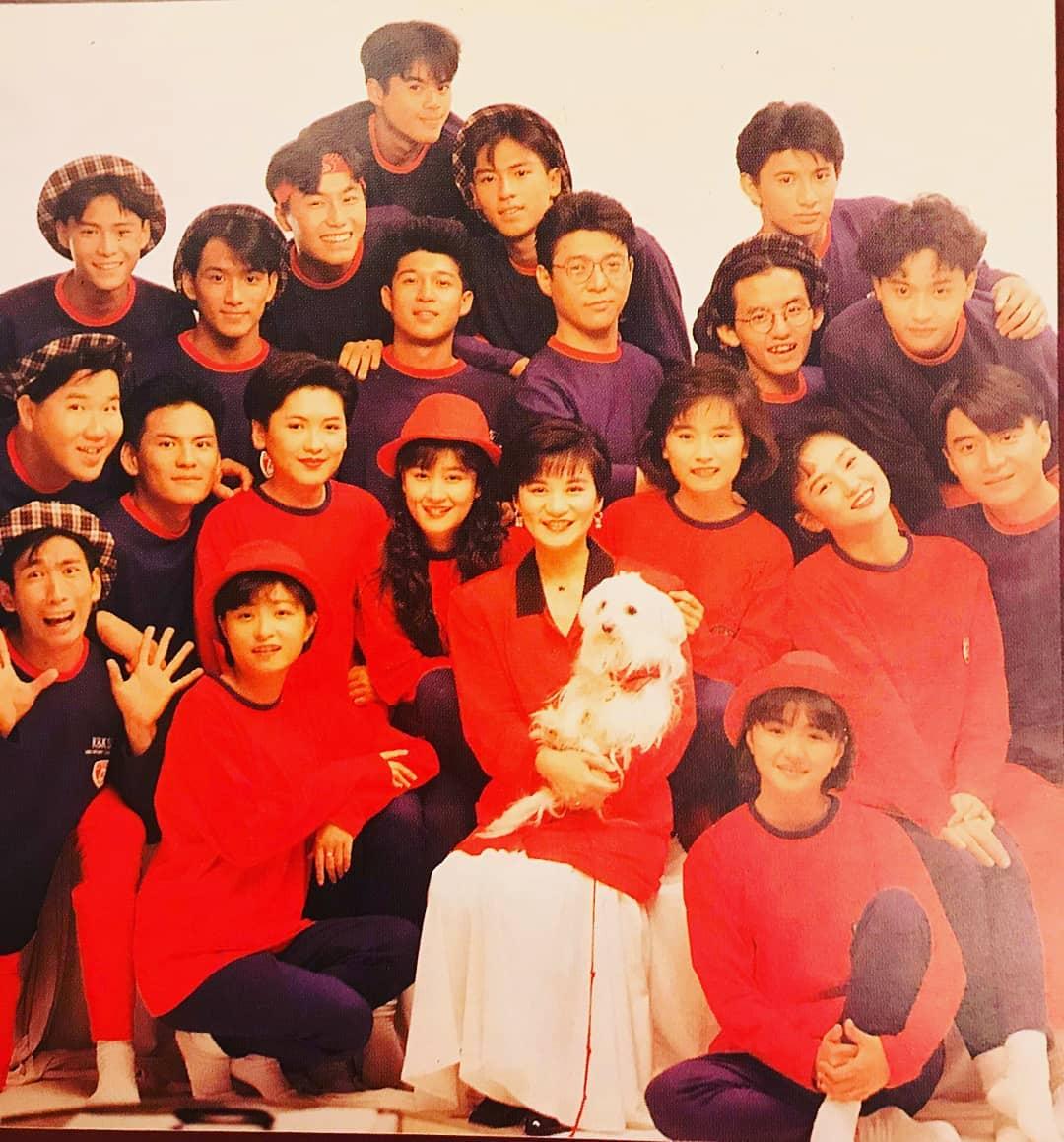 黃子佼秀出早年照片,驚見滿滿當年的偶像團體。