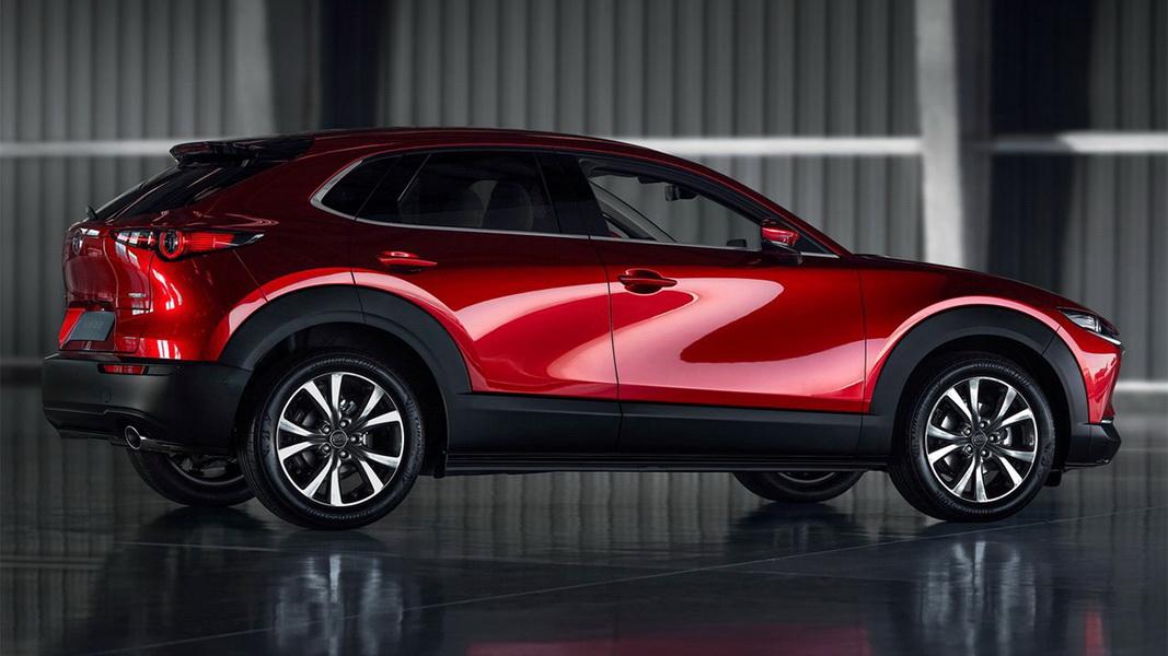 圖/2020 Mazda CX-30 2.0旗艦進化型外觀導入Kodo魂動精神,設計上基於「less is more」減法美學思維,簡潔單一輪廓創造出生命力的動感氛圍。