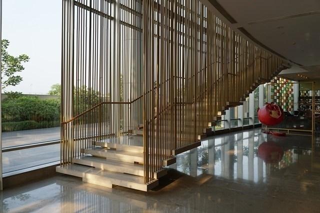 大廳的設計頗有現代感。