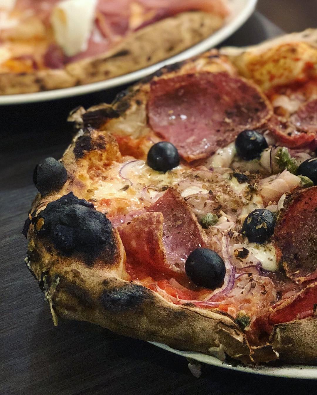 佐佧由義大利籍老闆坐鎮,製作美味義式披薩。