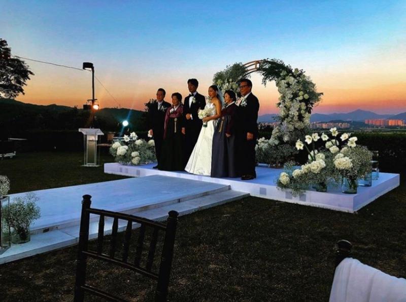 GD在個人社群平台上傳姊姊婚禮的照片(截自GD IG)
