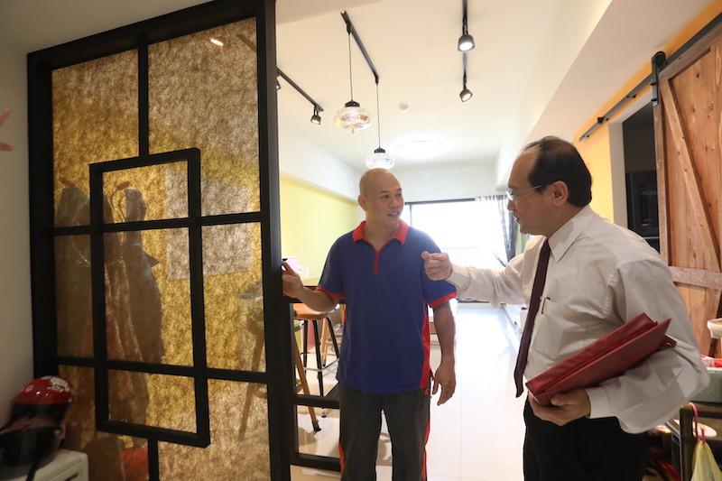 ▲在楊登嵙老師的建議下,黃先生在入口處裝設一道透光門,讓財氣可在此迴風轉氣。