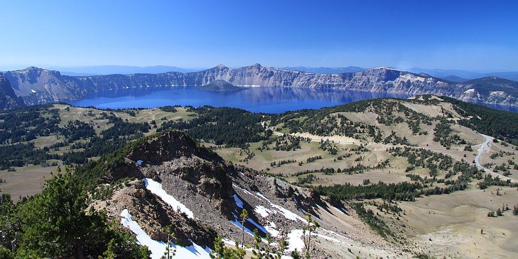 火山口湖 (Photo by Chmee2, License: CC BY-SA 3.0, Wikimedia Commons提供)