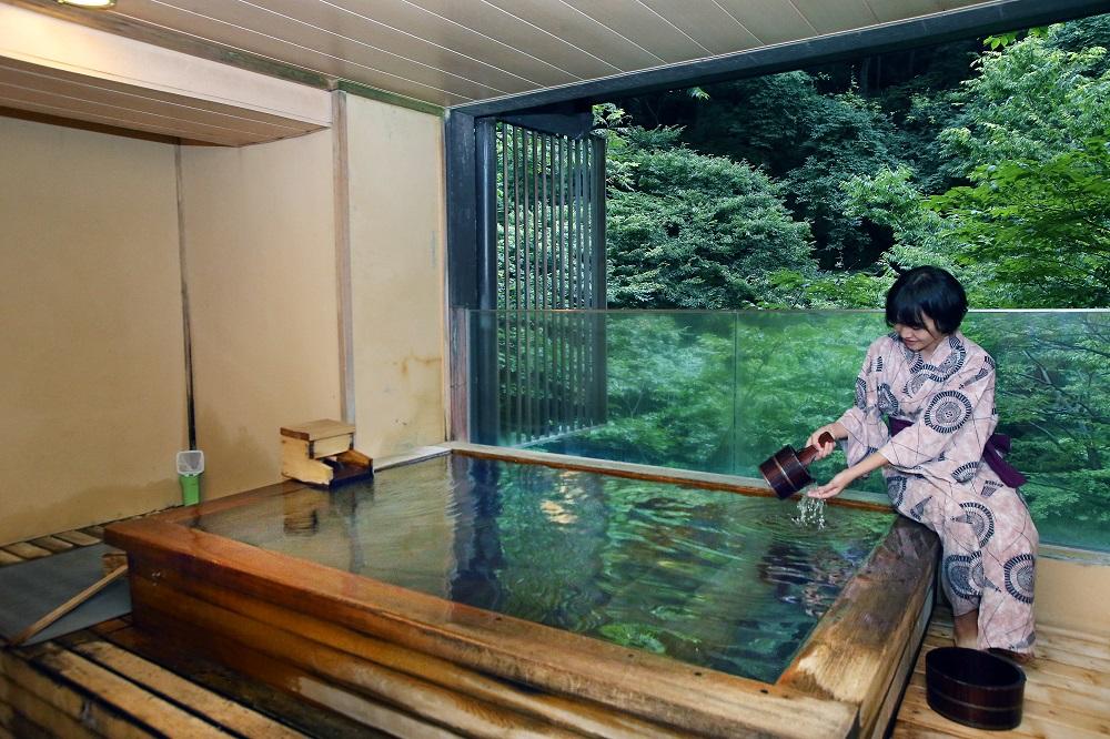 會津東山溫泉「原瀧」有個人湯屋可租借。 圖/吉利魚多媒體 提供