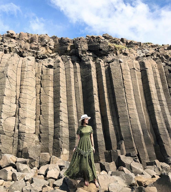 ▲澎湖的玄武岩柱,讓薛妞妞拍起照來更顯氣勢。