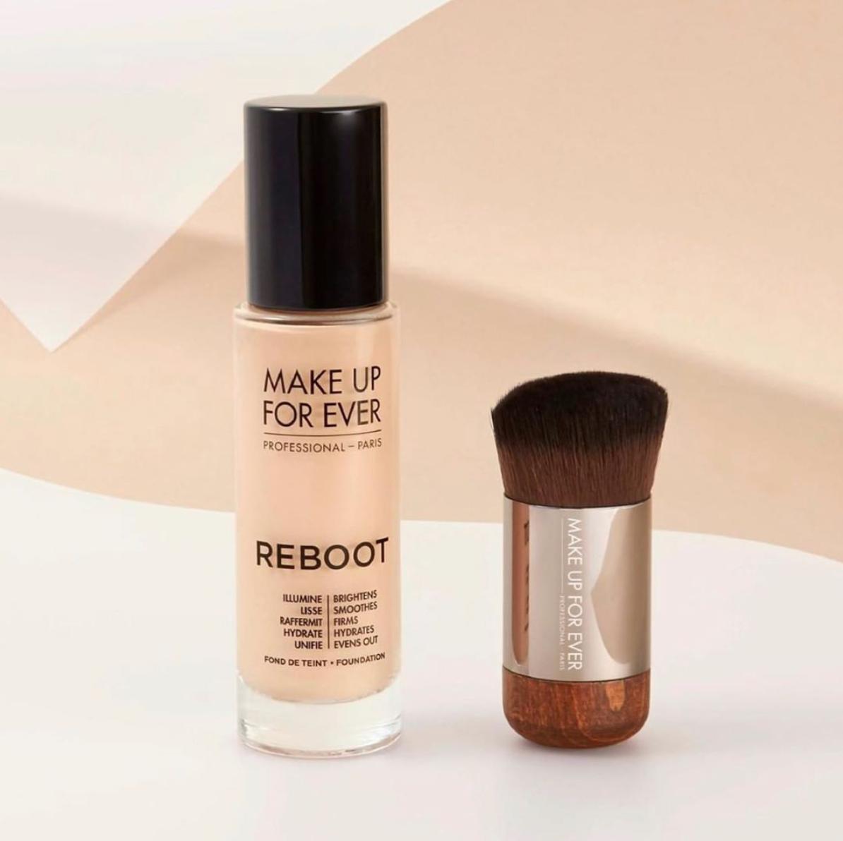 「REBOOT活潤精華粉底液」一上妝就為肌膚注入滿滿精華,回到細緻柔嫩的健康膚觸