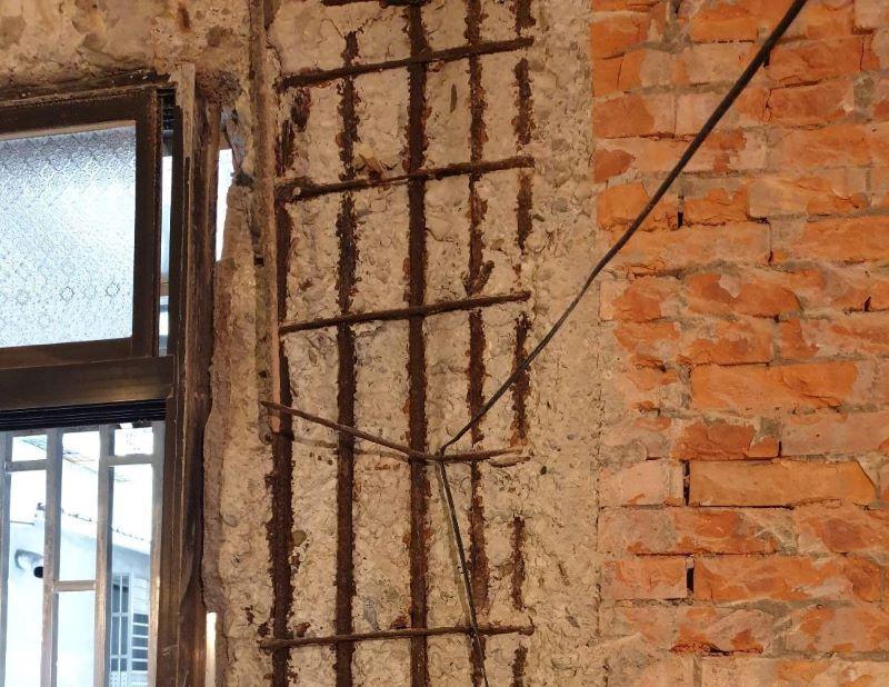 ▲許多海砂屋如沒有將裝潢的天花板或木板拆除,是看不到是否有混凝土剝落或鋼筋裸露的情形。