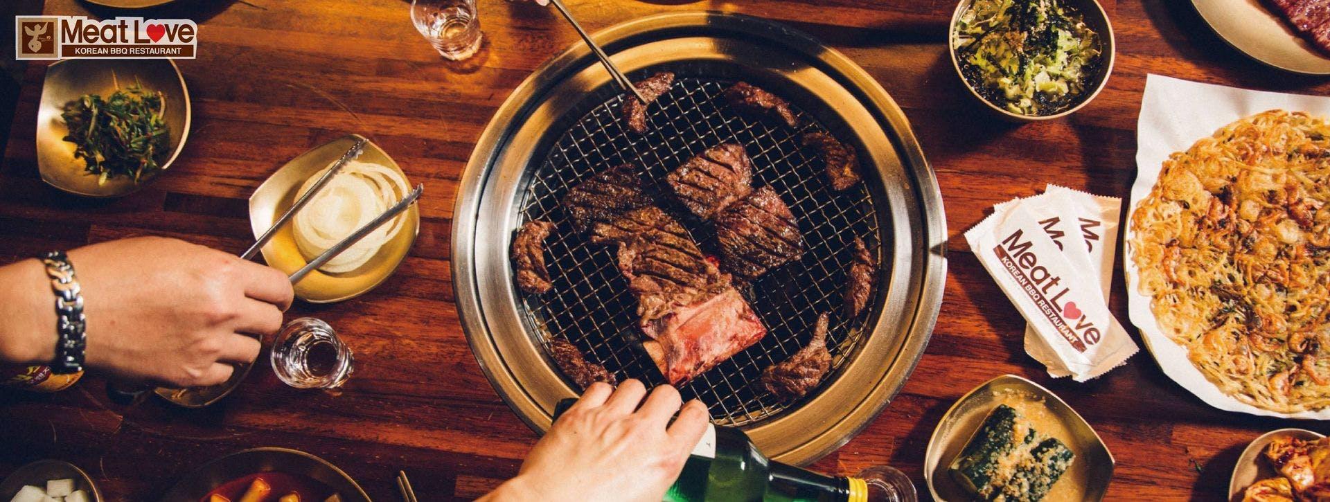 使用橡木炭烤肉,並主打高品質冷藏肉,擄獲老饕的胃。