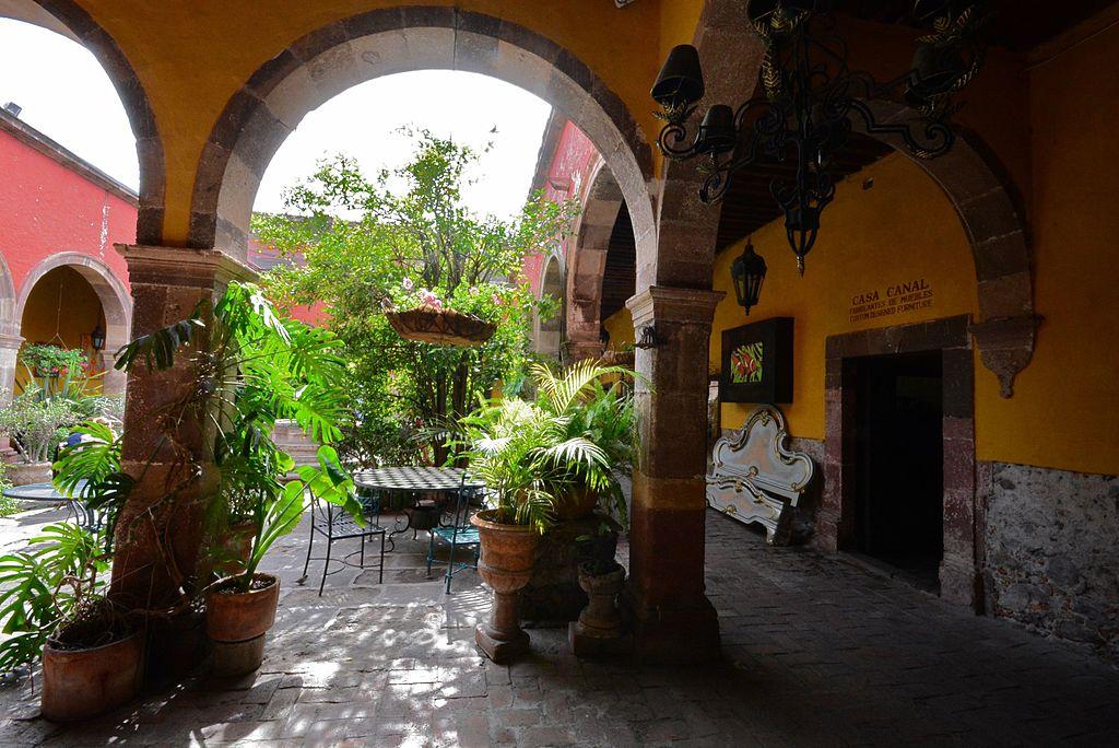 聖米格爾德阿連德 (Photo by Alejandro from Mexico City, MEXICO, License: CC BY 2.0, 圖片來源www.flickr.com/photos/43547009@N00/24217642393)