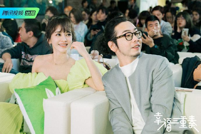 陳意涵身穿平口蘋果綠洋裝,展現絕佳氣色。