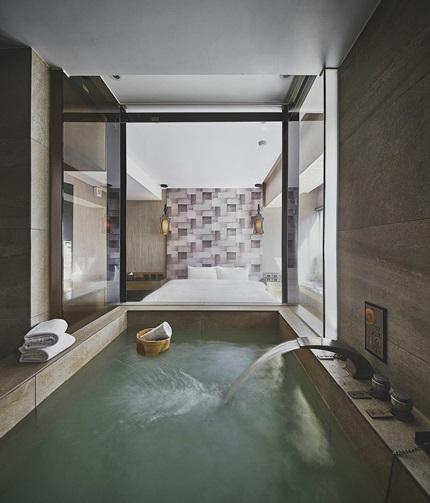 湯屋設計採用大面玻璃牆讓視覺更通透。 攝影/張晨晟