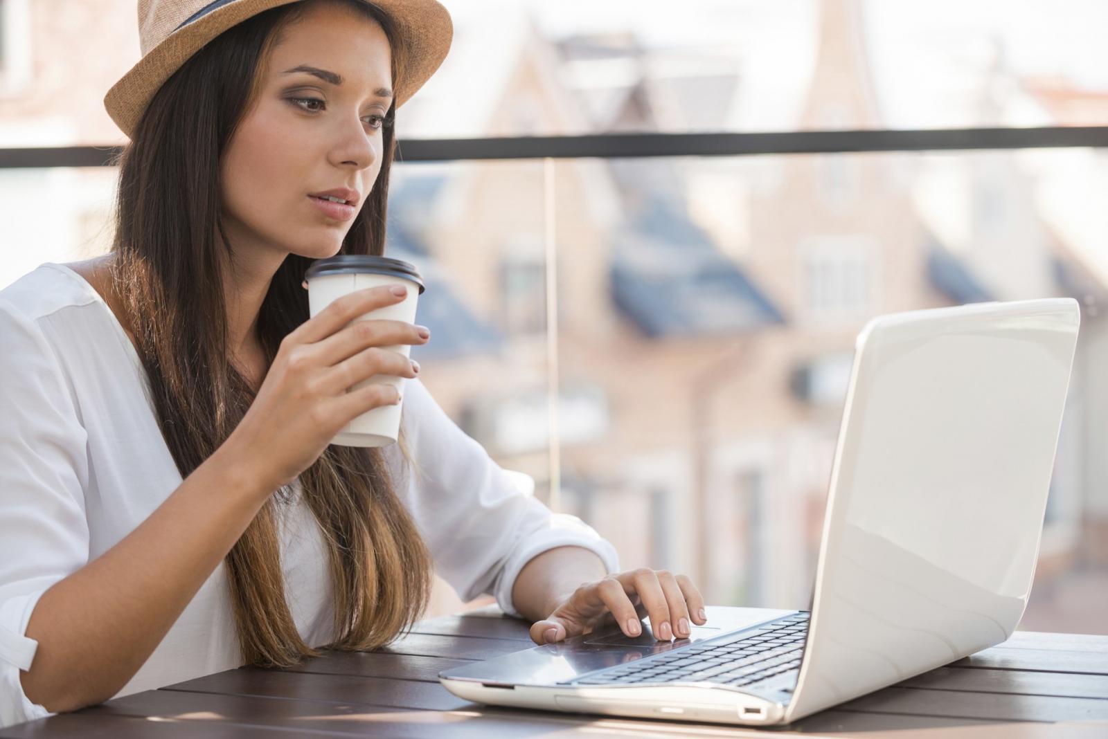 過度美白、看電腦都會長斑?拒當「雀斑妹」日常要注意這5個壞習慣