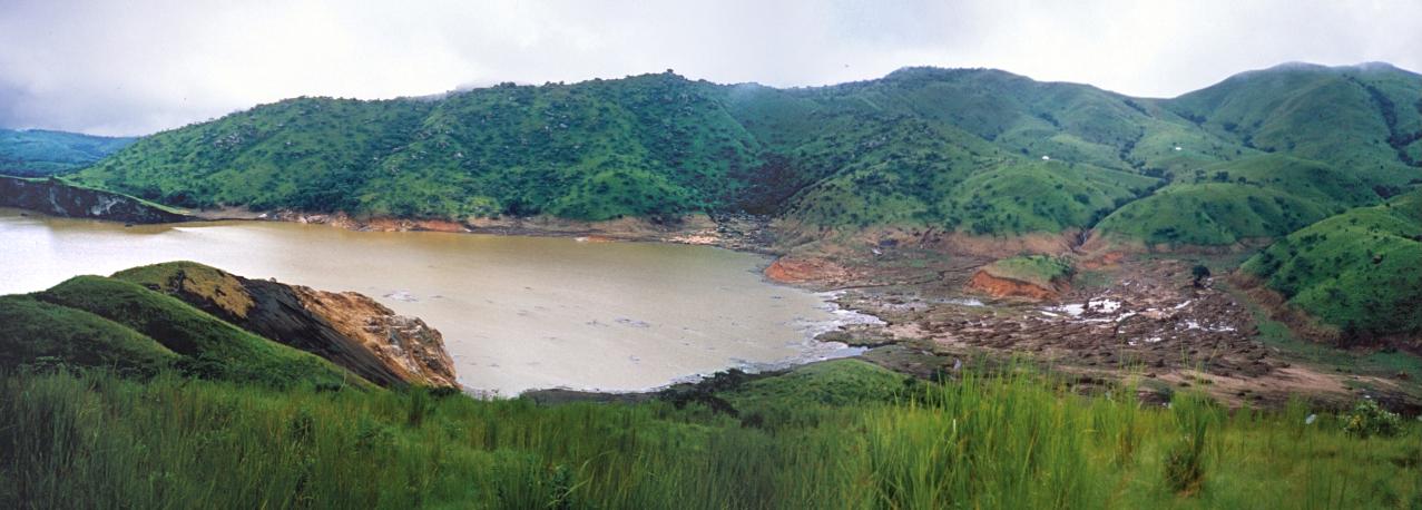 尼奧斯湖 (Photo by United States Geological Survey, Wikimedia Commons提供)