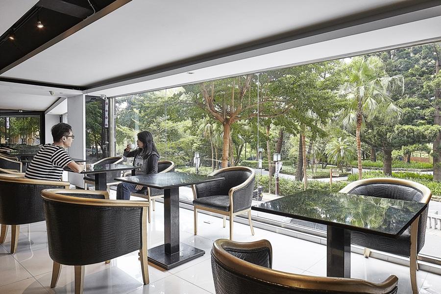 景觀餐廳整面大開窗引景入室。攝影/張晨晟
