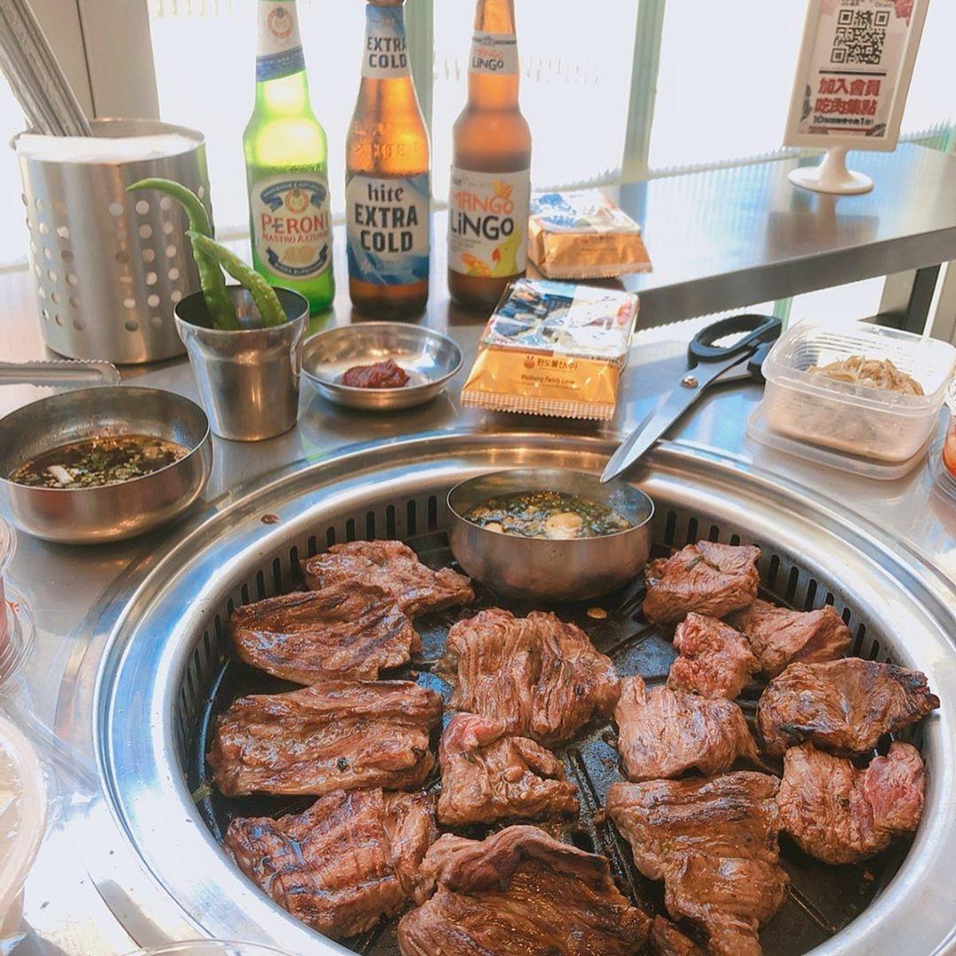 新村站著吃烤肉在信義區設店,主打韓式烤牛肉。