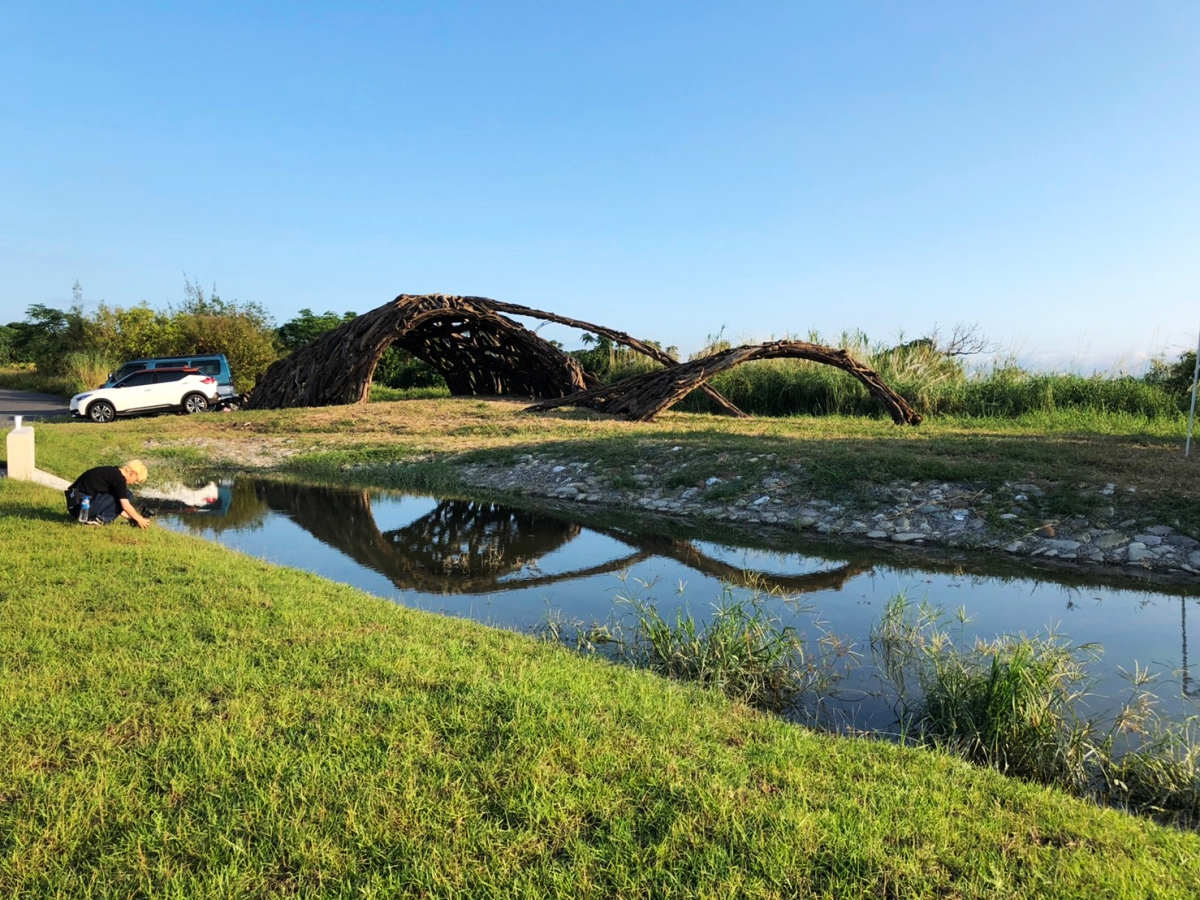 加留沙浪,李簣的漂流木藝術作品(圖片來源:東北角暨宜蘭海岸國家風景區)