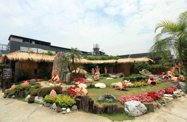 台北花卉村為一處滿室飄香的花草天堂,可以買到各種花卉植栽。圖/台北花卉村官網