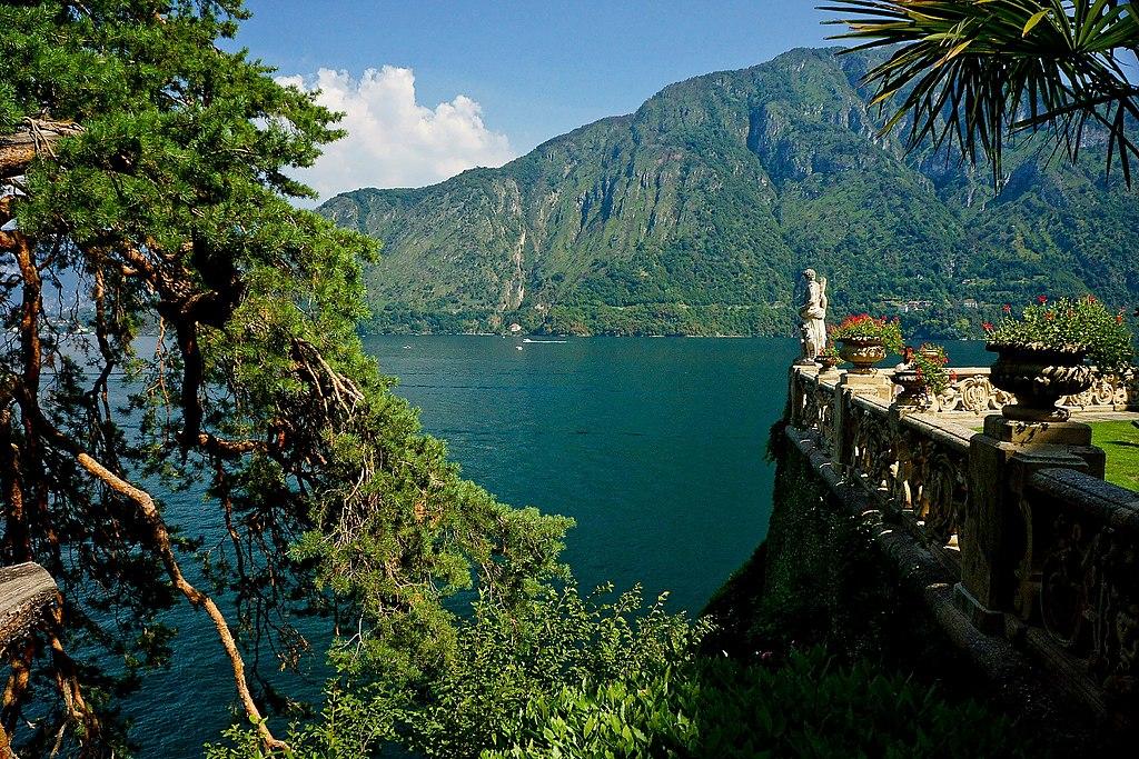科莫湖 (Photo by Franco Vannini from Sansepolcro (AR), Italy, License: CC BY 2.0, 圖片來源www.flickr.com/photos/25168691@N06/20464046835)