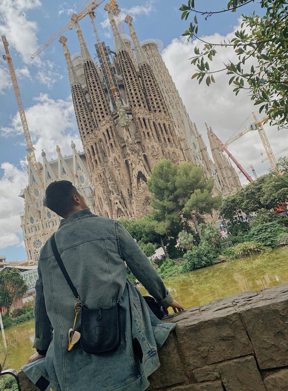 ▲西班牙聖家堂雄偉的建築模樣,讓阿蹦驚嘆不已。