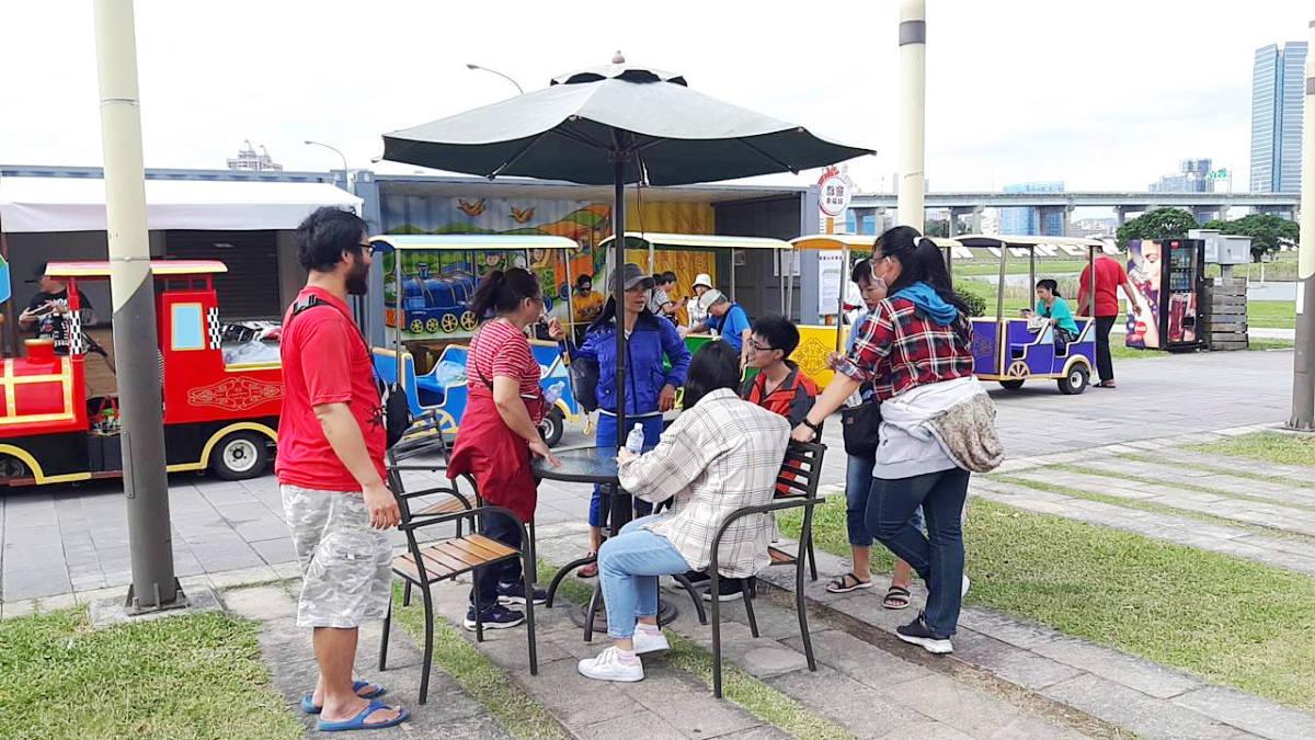 販售區則有提供咖啡冷熱飲供民眾購買解渴(圖片來源:新北市政府高灘地工程管理處)