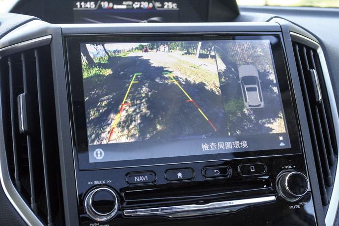環景影像採用了8.0吋智慧影音多點觸控螢幕,外加上以6.3吋螢幕所顯示的360度環景影像系統,而這項於SUV中越來越常見的配置的導入,讓大車身的安全性得到更為安全的防護,並且在停車時的方便性得到提升。版權所有/汽車視界
