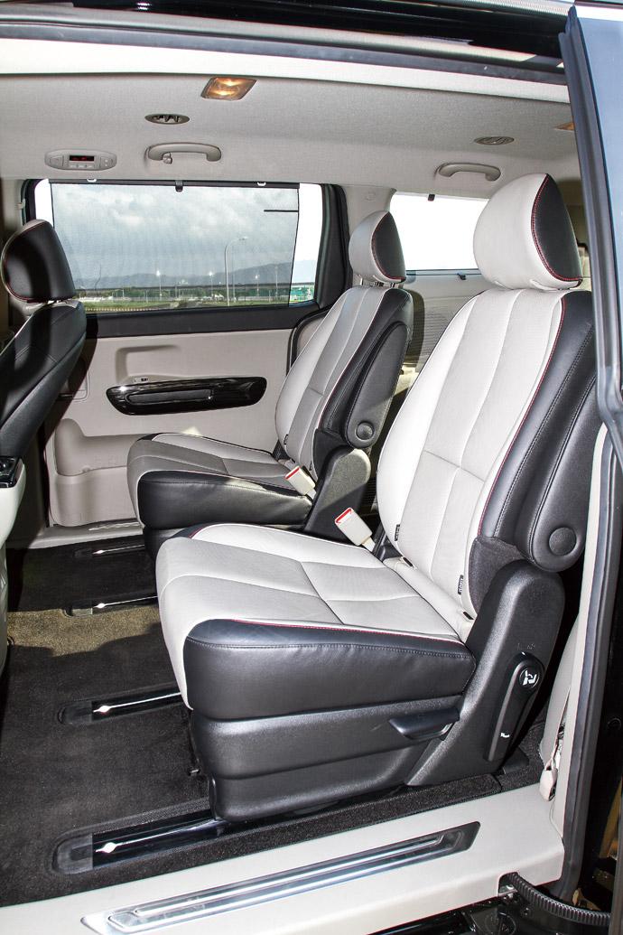 第二排雙獨立座位,中間走道寬敞。版權所有/汽車視界