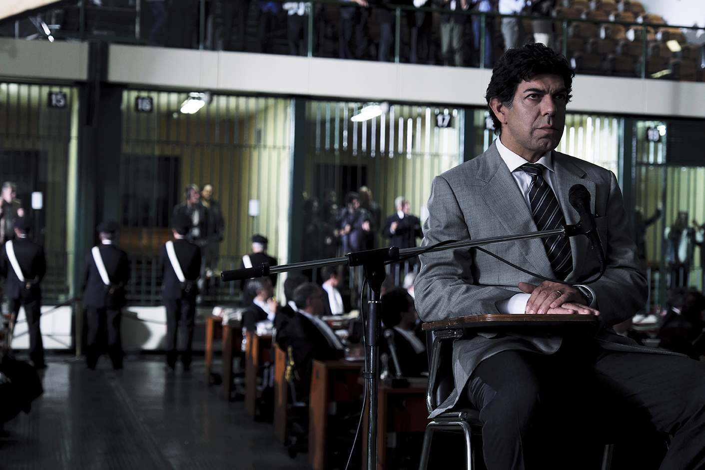 史上首位黑幫大佬背棄黑幫組織 庭審全程對峙刺激精彩