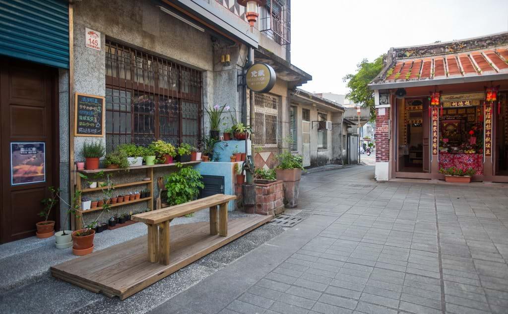 頭城老街兩端各有一間福德祠,沿途留有揉合清朝與日治時期風格、各具特色的歷史建築遺跡。圖/宜蘭旅遊網