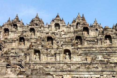圖13 印尼大約在七世紀到十一世紀,與中國、印度等國有了海上貿易,文化交流極為頻繁。在繁盛時期的九世紀,打造出現今世界最大的佛塔「婆羅浮屠」。