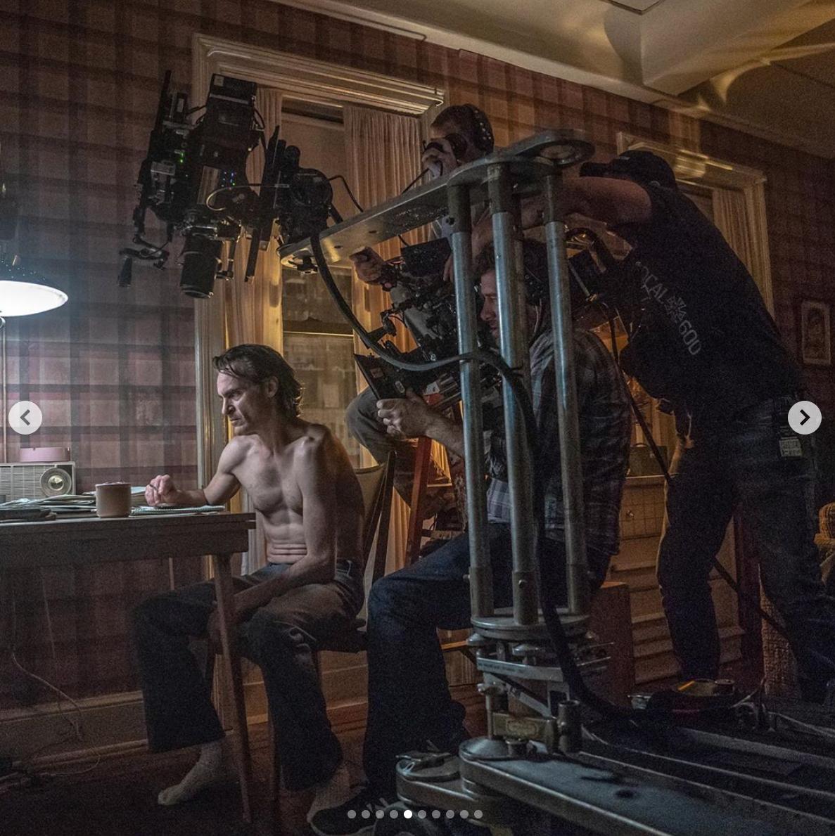 導演在IG分享多張拍攝的幕後花絮照。(圖/翻攝自陶德菲利普斯IG)