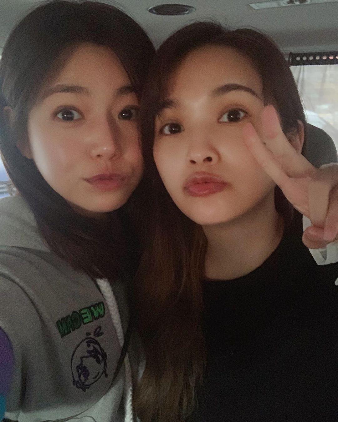 陳妍希、楊丞琳都是素顏,好膚質也讓網友超羨慕。
