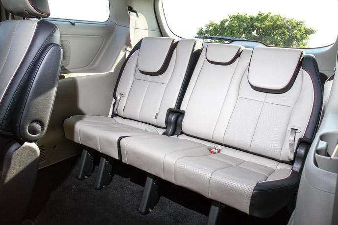 第三排可平躺舒適三人座位,安全帶採三點式。版權所有/汽車視界